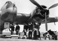 Asisbiz Beaufighter VIF RAF 96Sqn ZJR V8748 being re armed at Honiley 23rd March 1943 IWM CE22