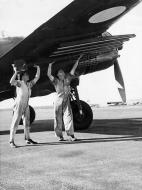 Asisbiz Beaufighter Mk21 RAAF DAP A8 301 02