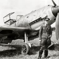 Asisbiz Aircrew Luftwaffe 3.ErprGr210 pilot Horst Marx with his Bf 109E3B France 15th Aug 1940 02