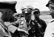 Asisbiz Aircrew Luftwaffe JG26 ace pilot and ex Olympian Joachim Muncheberg with flying comrades 05