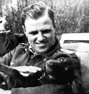 Asisbiz Aircrew Luftwaffe JG26 ace pilot and ex Olympian Joachim Muncheberg with his best friend 01
