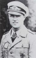Asisbiz Aircrew Luftwaffe ace and ex Olympian Joachim Muncheberg with his Knights Cross with diamonds 02