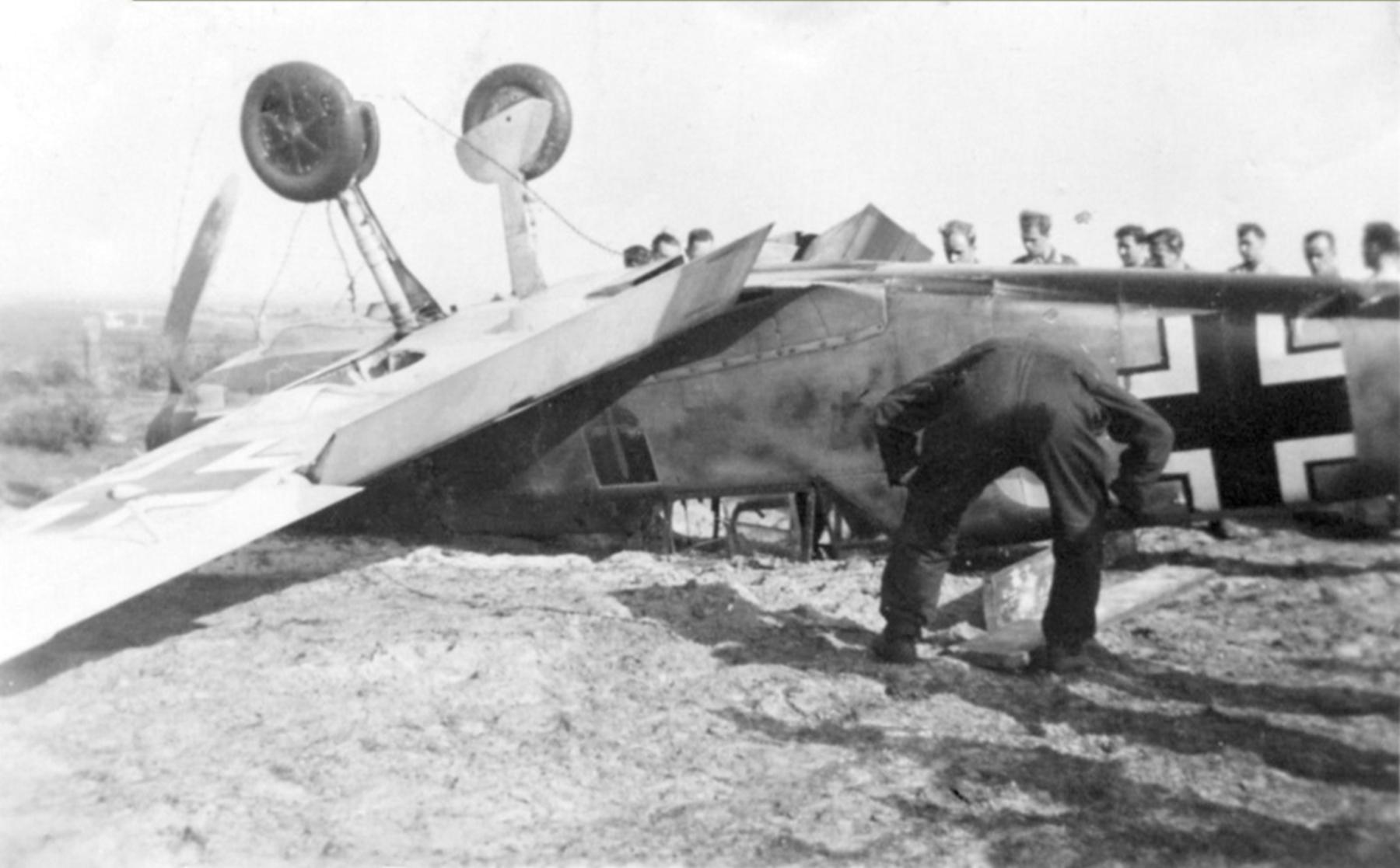 Messerschmitt Bf 109E 1.JG54 White 6 landing mishap ebay 02
