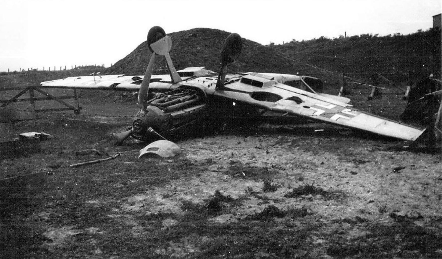 Messerschmitt Bf 109E 1.JG54 White 6 landing mishap ebay 05