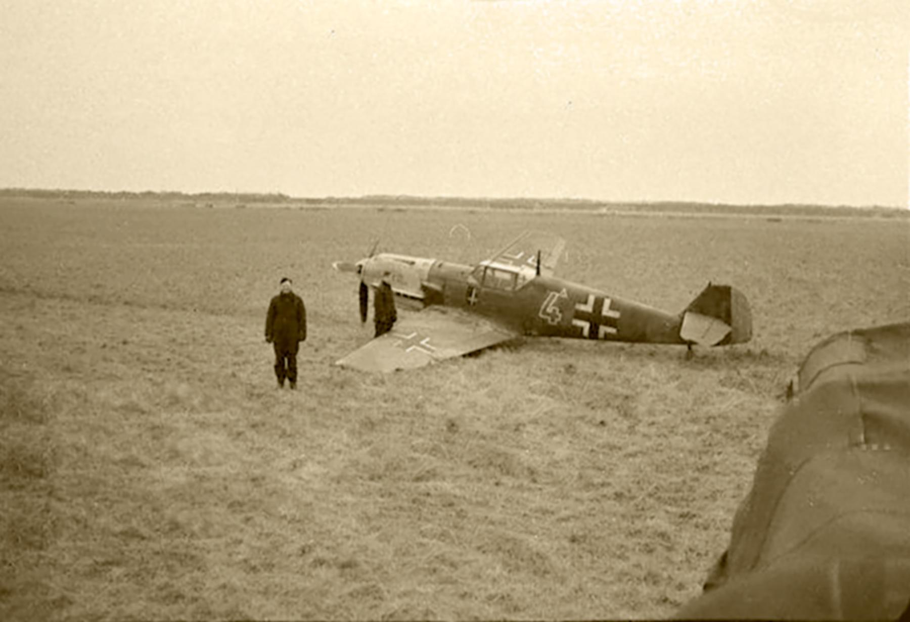 Messerschmitt Bf 109E 3.JG52 Yellow 4 landing mishap France 1940 ebay 01