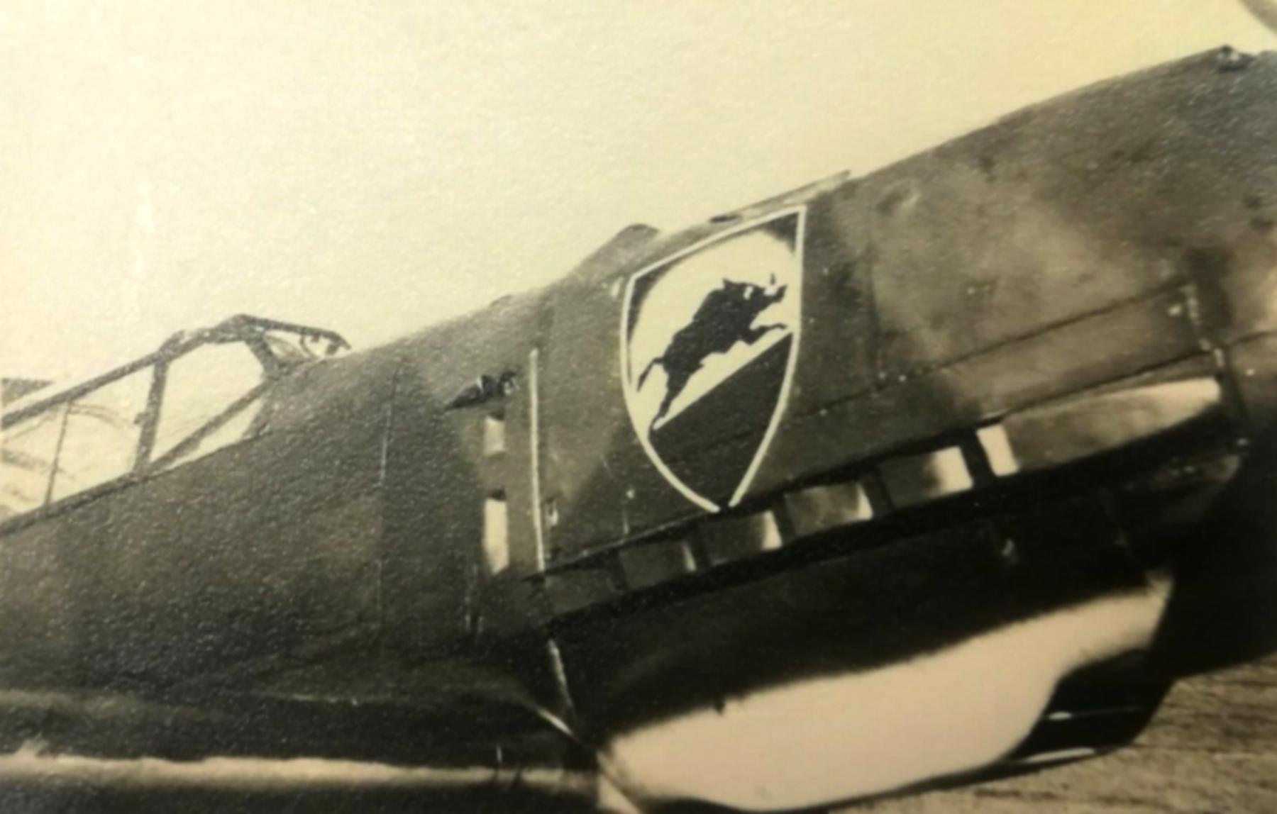 Messerschmitt Bf 109E1 1.JG52 showing emblem on right side ebay 01