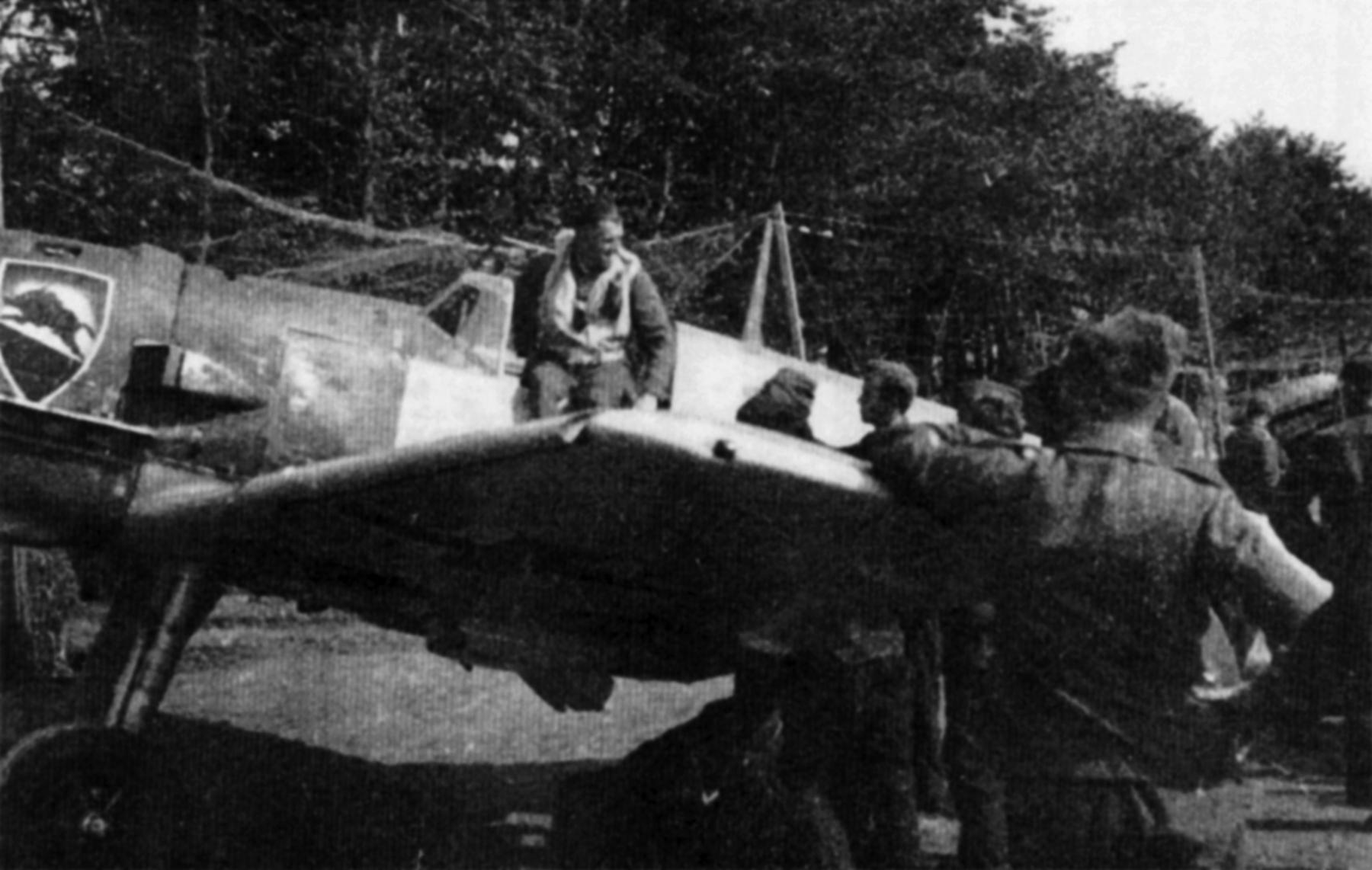 Messerschmitt Bf 109E1 2.JG52 Black 8 Karl Heinz Leesmann Calais France 1940 01