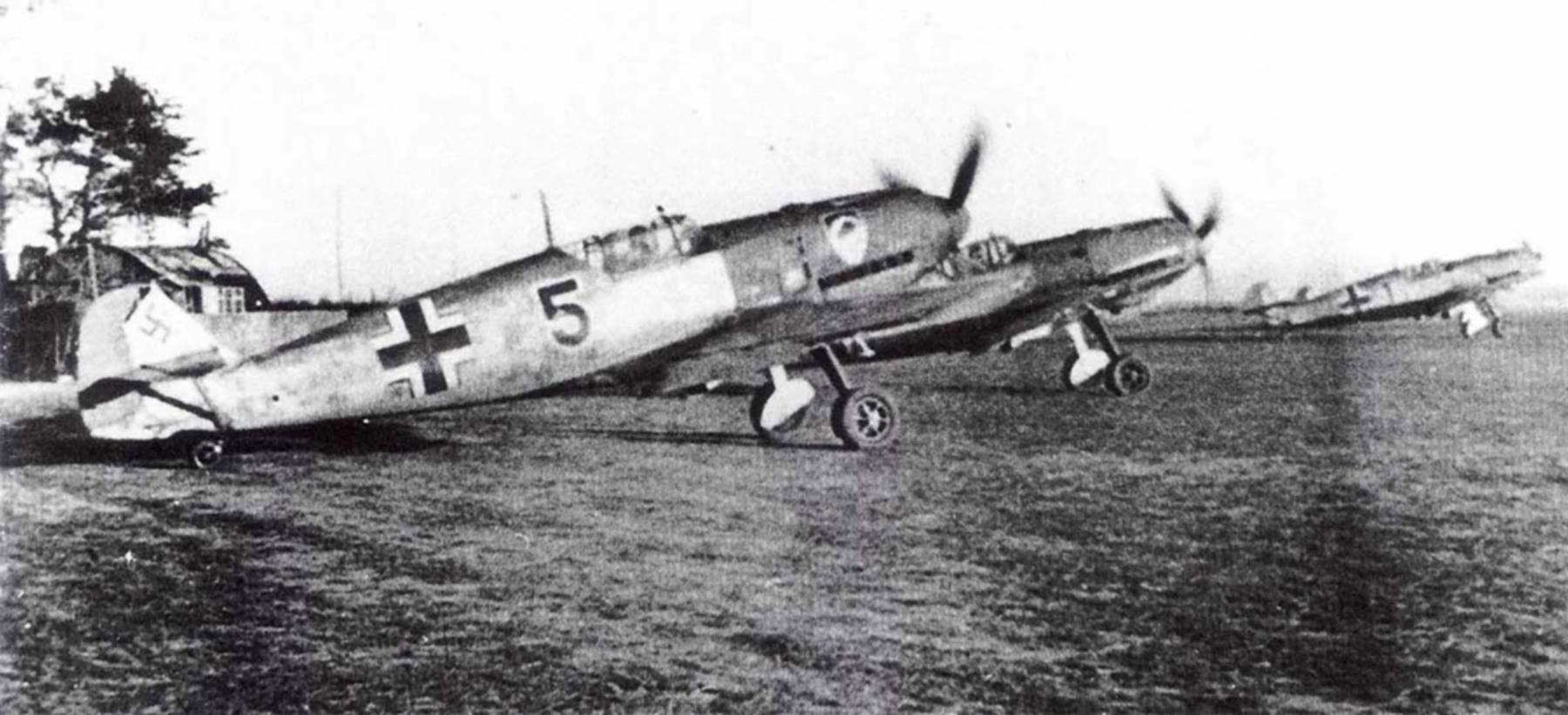 Messerschmitt Bf 109E3 2.JG52 Black 5 Helmut Bennemann Calais France 1940 02
