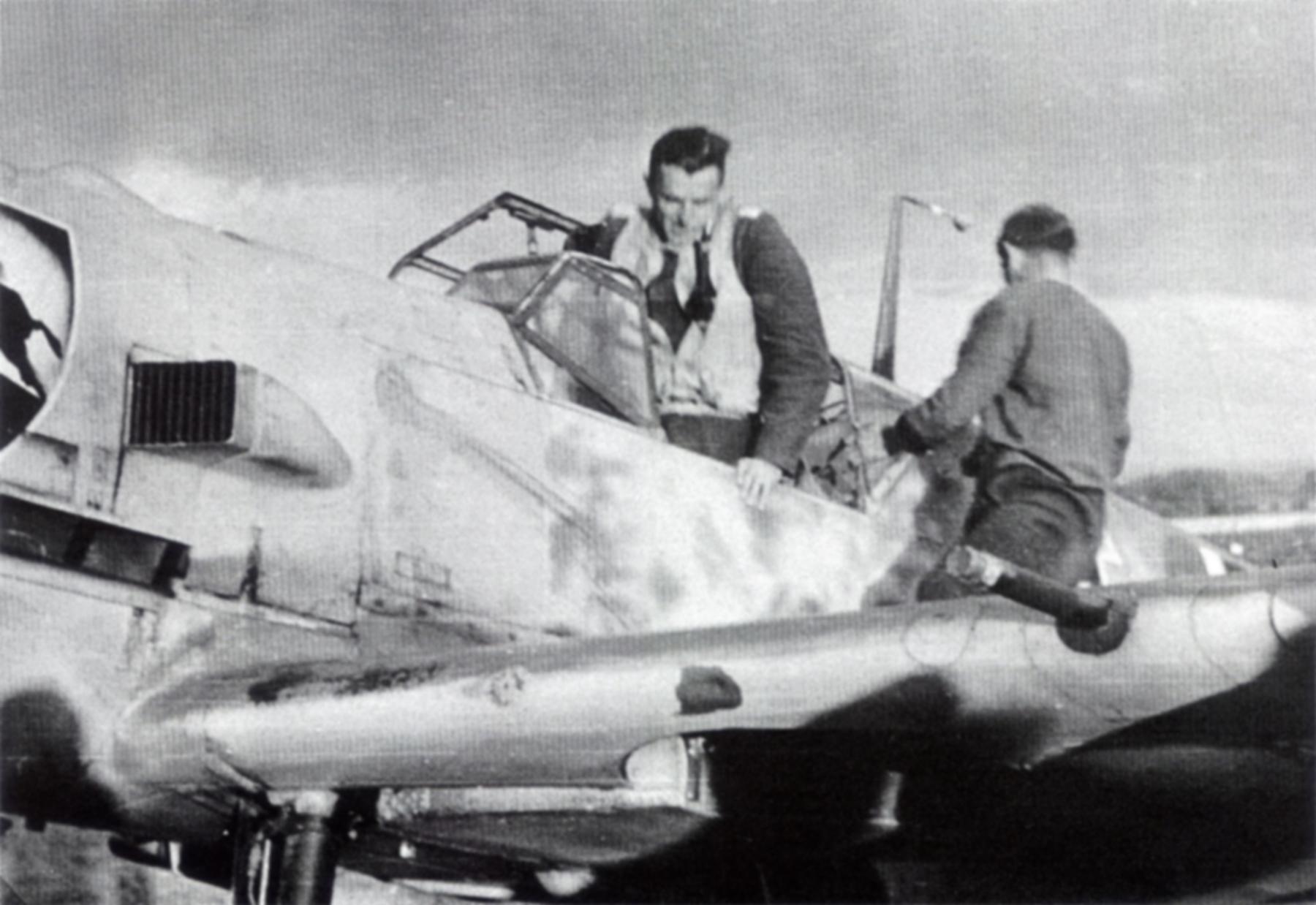Messerschmitt Bf 109E3 2.JG52 Black 5 Helmut Bennemann Calais France 1940 04