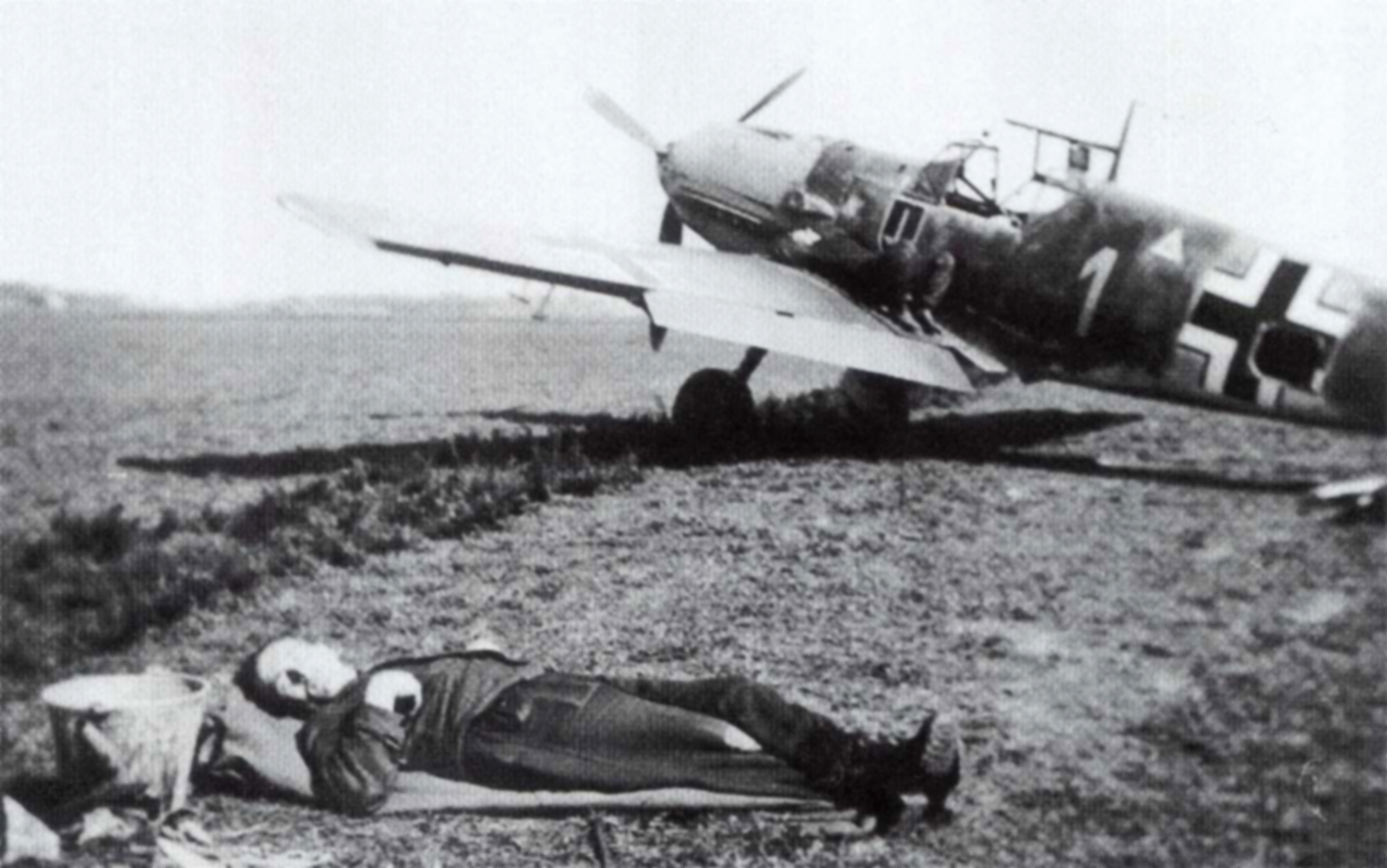 Messerschmitt Bf 109E4 1.JG52 White 1 Johannes Steinhoff Germany 1941 01