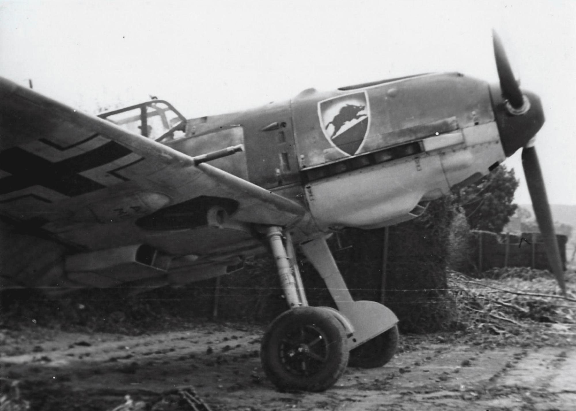 Messerschmitt Bf 109E4 1.JG52 showing emblem on right side ebay 01