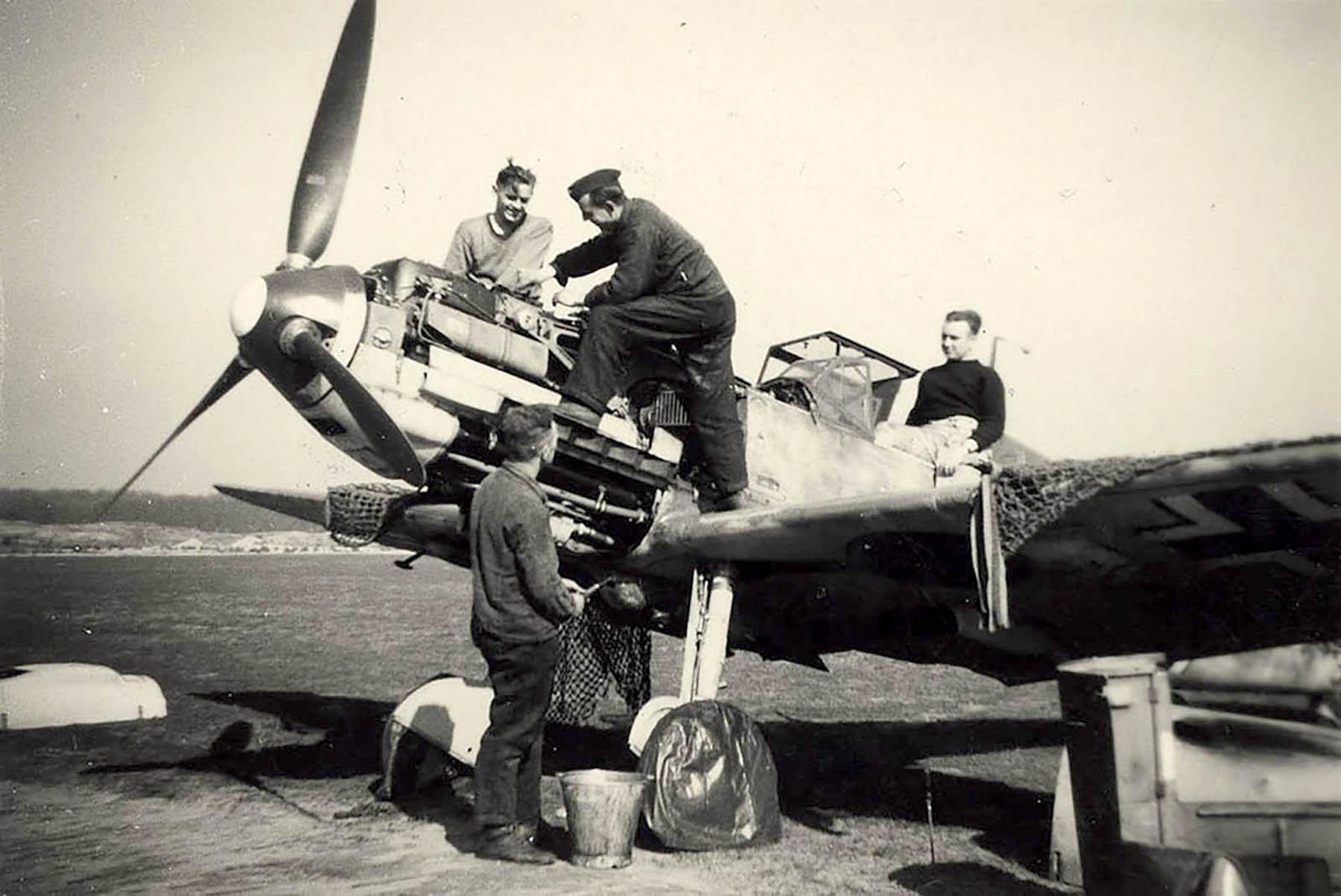 Messerschmitt Bf 109E4 3.JG52 Yellow 5 Woensdrecht Holland 26th April 1941 NIMH 01