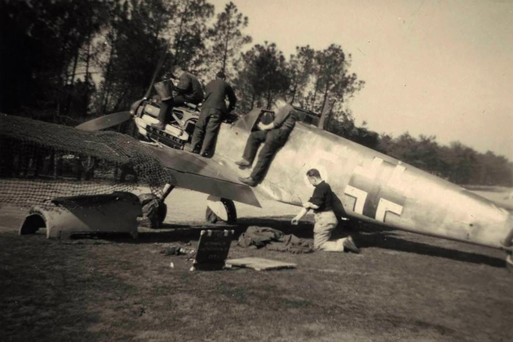 Messerschmitt Bf 109E4 3.JG52 Yellow 5 Woensdrecht Holland 26th April 1941 ebay 01