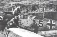 Asisbiz Messerschmitt Bf 109E3 2.JG52 Black 5 Helmut Bennemann Calais France 1940 01
