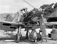 Asisbiz Messerschmitt Bf 109E3 Swiss undergoing maintenance Thun Switzerland 1940 01
