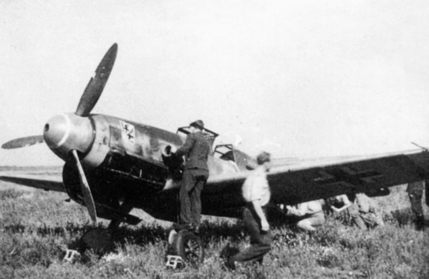 Asisbiz Messerschmitt Bf 109f4r3  F Obd Kharkov Area