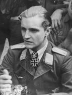 Asisbiz Aircrew Luftwaffe legend JG27 Hans Joachim Marseille 02