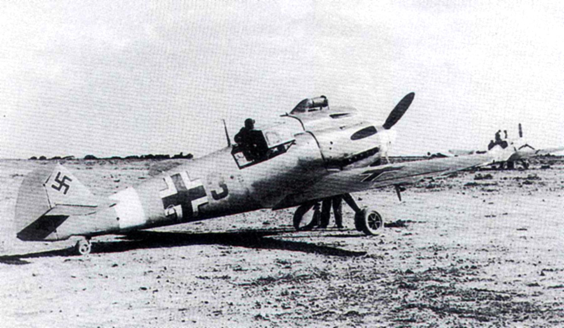 Messerschmitt Bf 109F4Trop 2.JG27 Red 3 Sanyet 1942 01