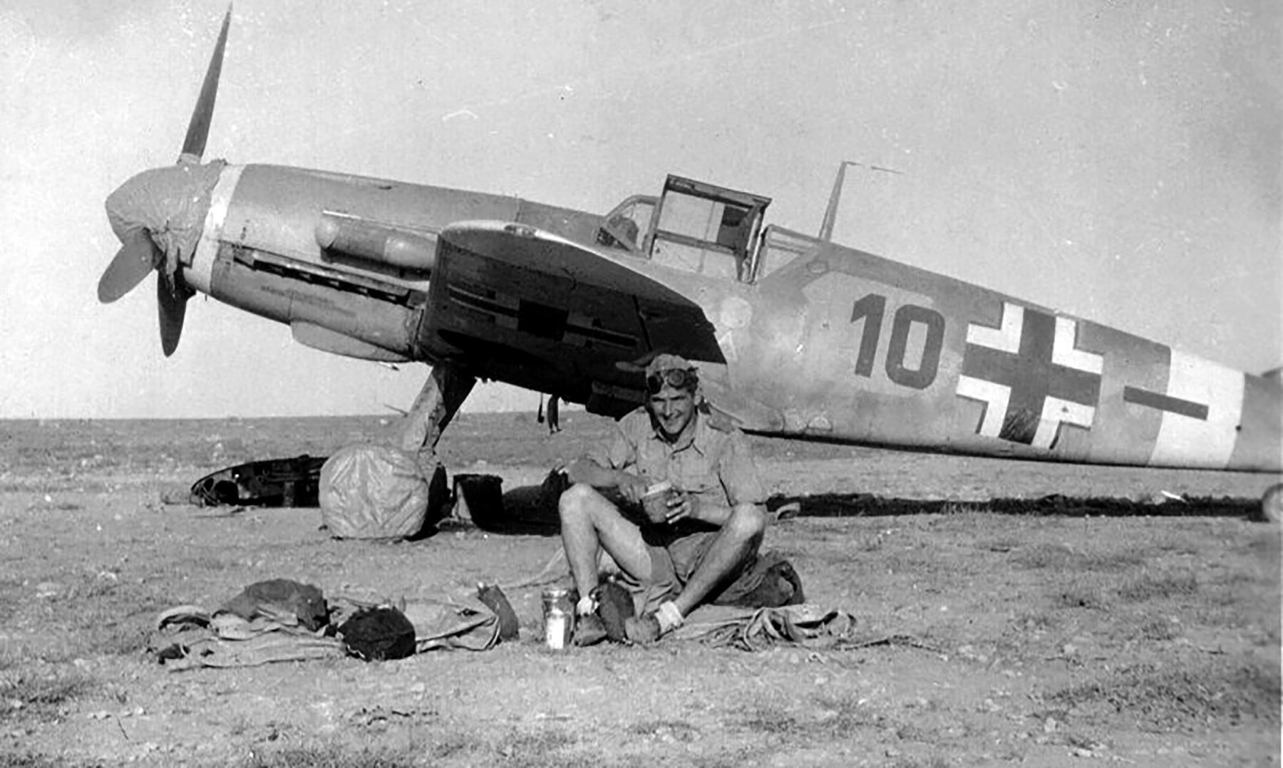 Messerschmitt Bf 109F4Trop 5.JG27 Black 10 North Africa 1942 01