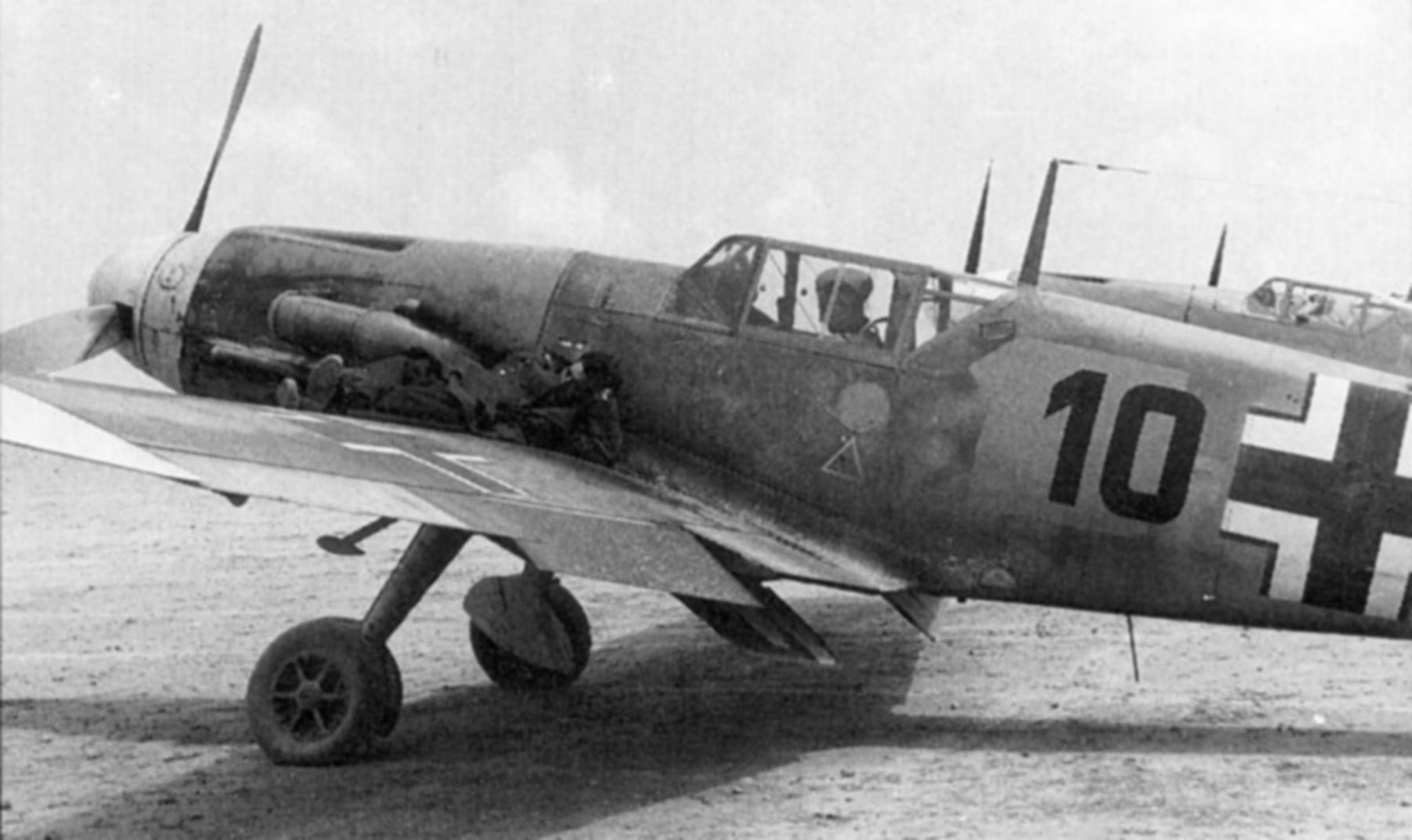 Messerschmitt Bf 109F4Trop 5.JG27 Black 10 North Africa 1942 03