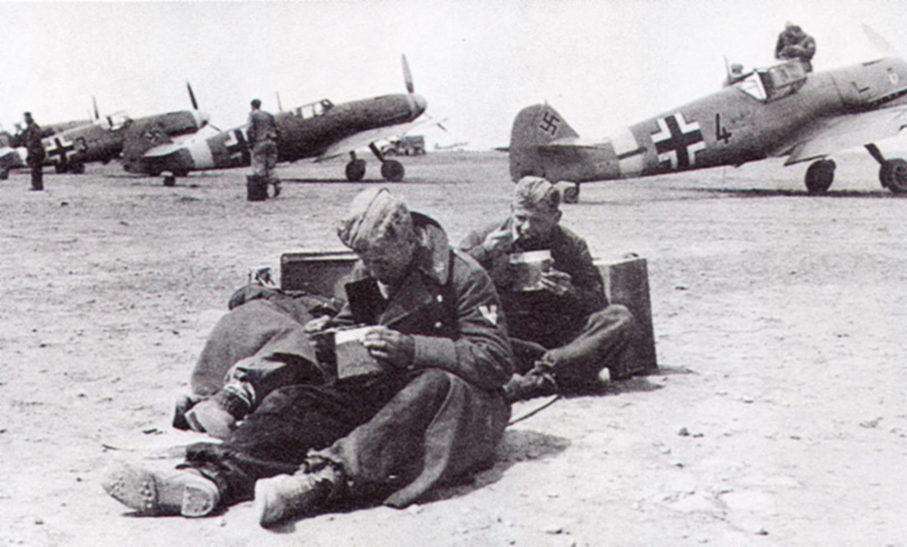 Messerschmitt Bf 109F4Trop 5.JG27 Black 4 Martuba Libya Feb 1942 01