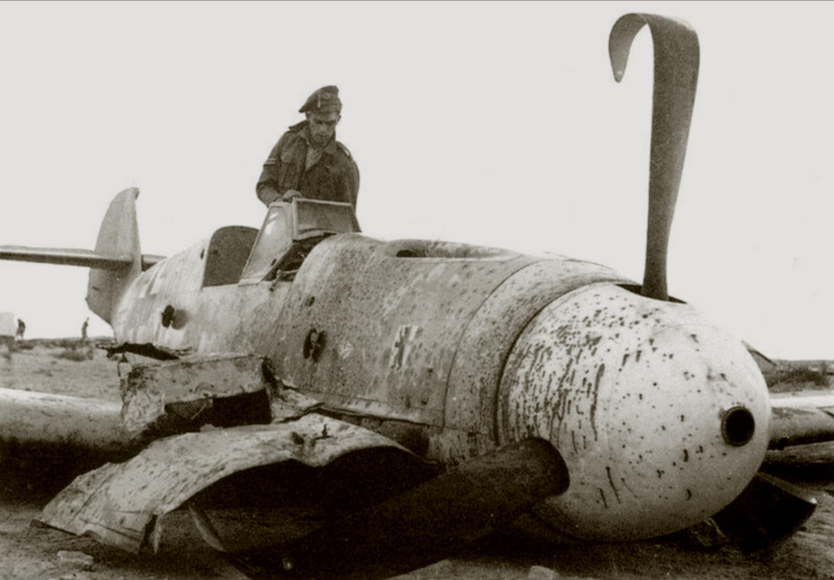Messerschmitt Bf 109F4Trop 6.JG27 Yellow 8 crash landed Daba Egypt 1942 01