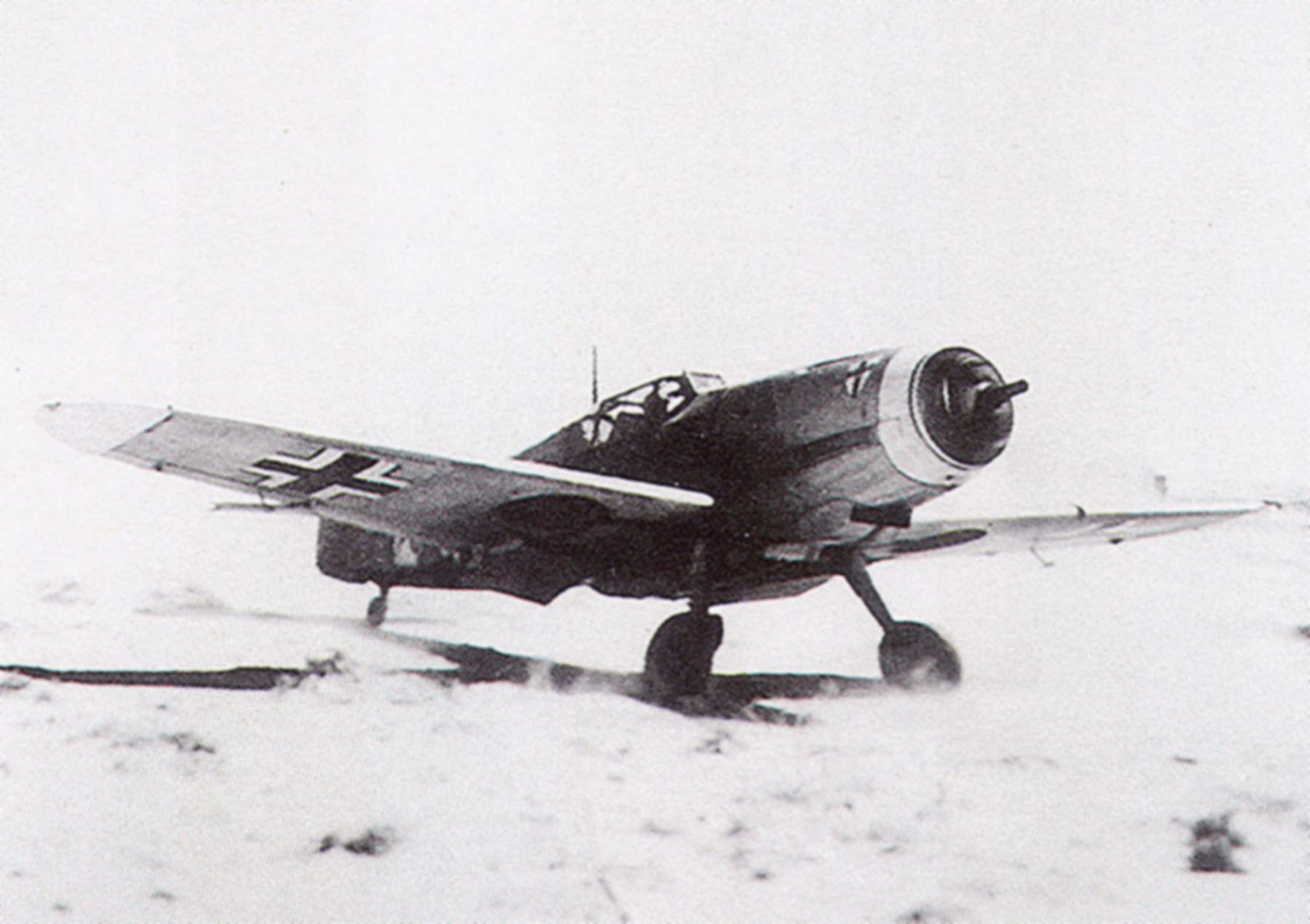 Messerschmitt Bf 109F4Trop 8.JG27 engine test Libya 1941 01