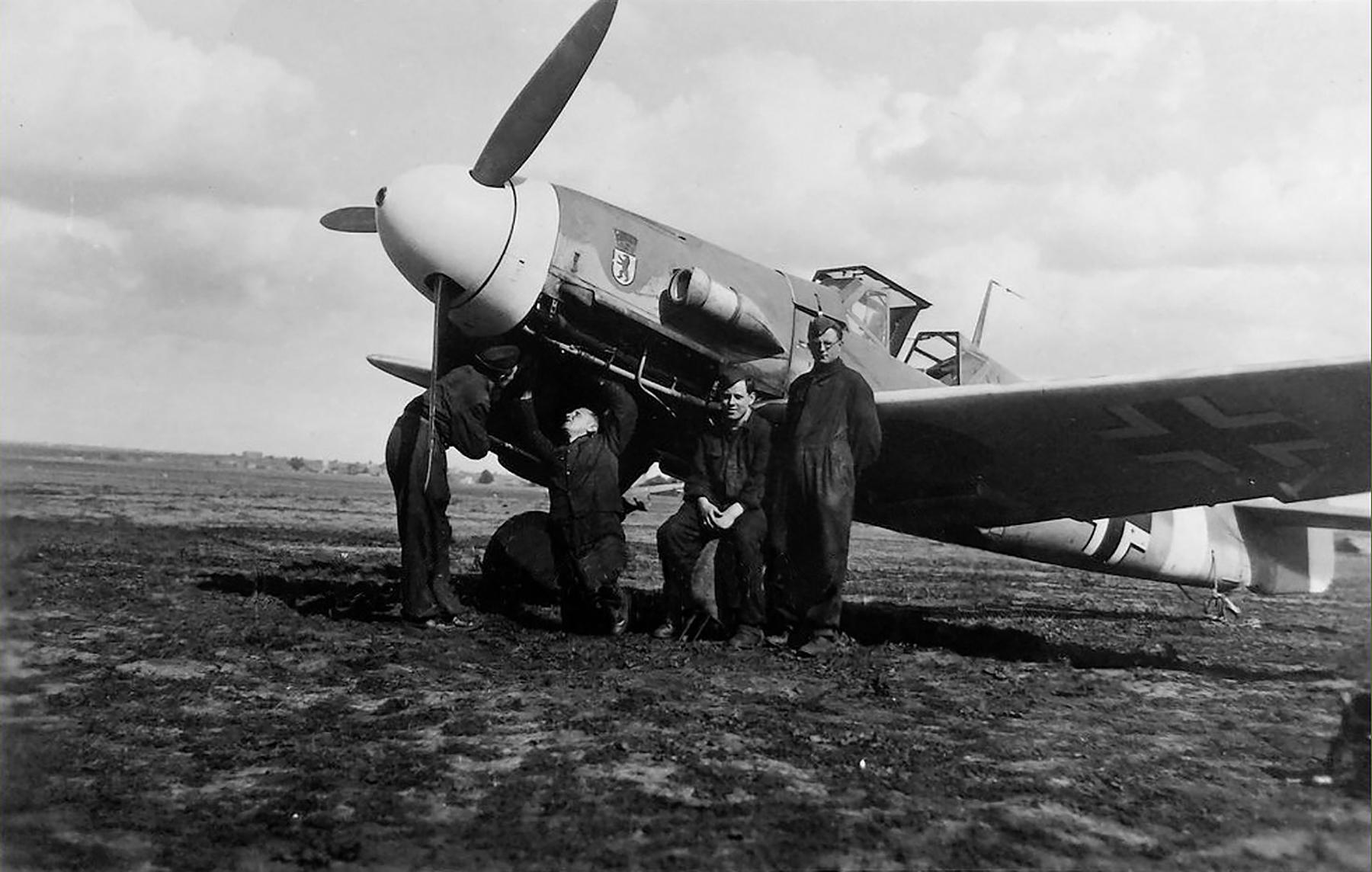 Messerschmitt Bf 109F4Trop II JG27 ebay1