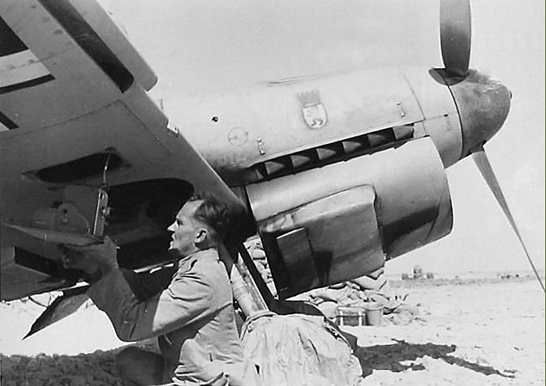 Messerschmitt Bf 109F4Trop II.JG27 loading a BSK gun camera North Africa 1942 ebay1