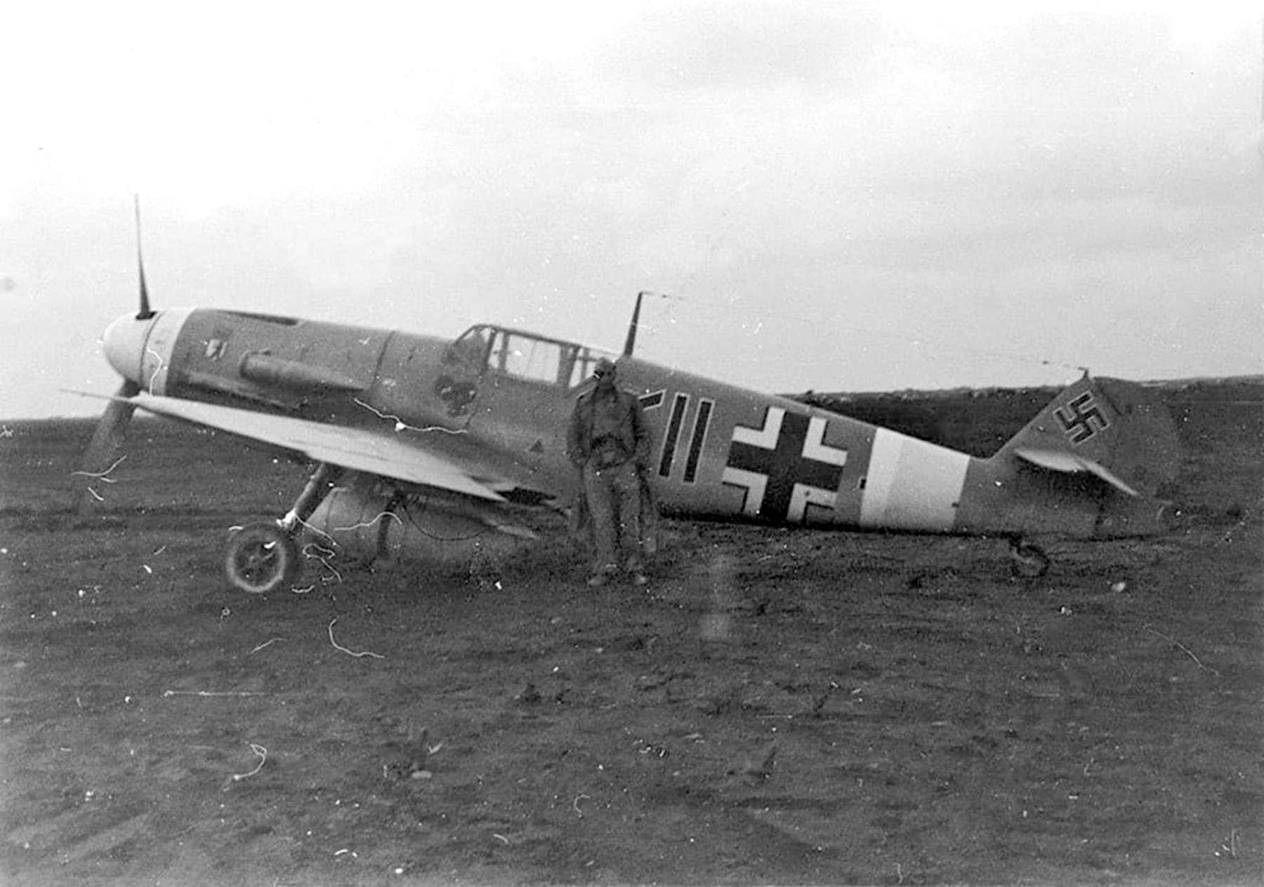 Messerschmitt Bf 109F4Trop Stab II.JG27 North Africa 1942 01