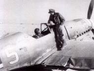 Asisbiz Messerschmitt Bf 109F4Trop 1.JG27 White 5 Albert Espenlaub crash landed El Adem Dec 1941 02