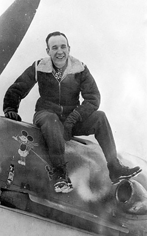 Aircrew Horst Carganico on his Bf 109F 4 Stab II.JG5 Doppelwinkel over 7 Petsamo Finland winter 1942 43 01