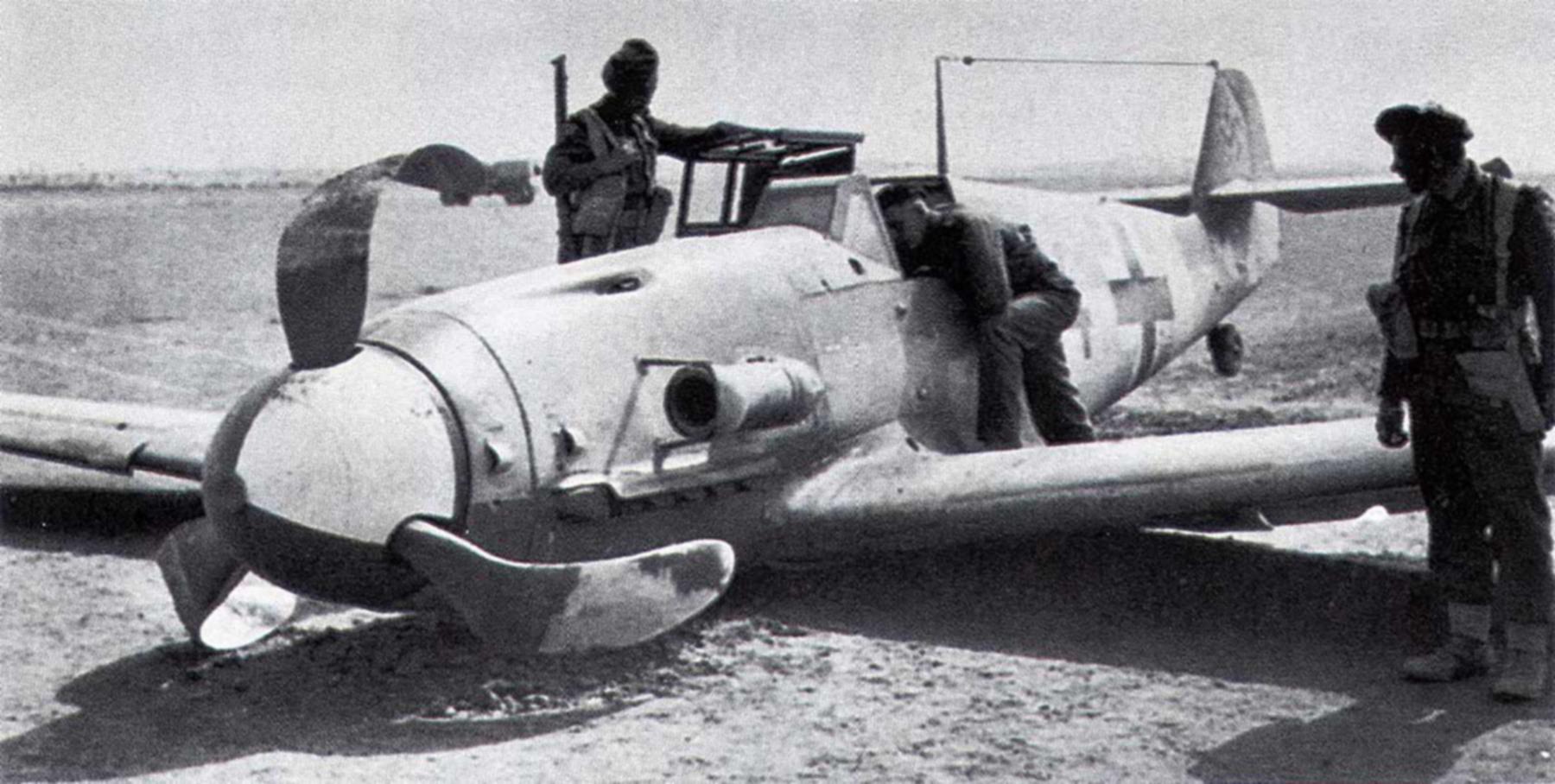 Messerschmitt-Bf-109G2Trop-2.(H)14-Red-1