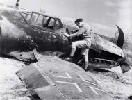 Asisbiz Messerschmitt Bf 109G2R2Trop 2.(H)14 Red 6 Herbert Prior WNr 10544 Qued Zarga Tunisia Apr 1943 01