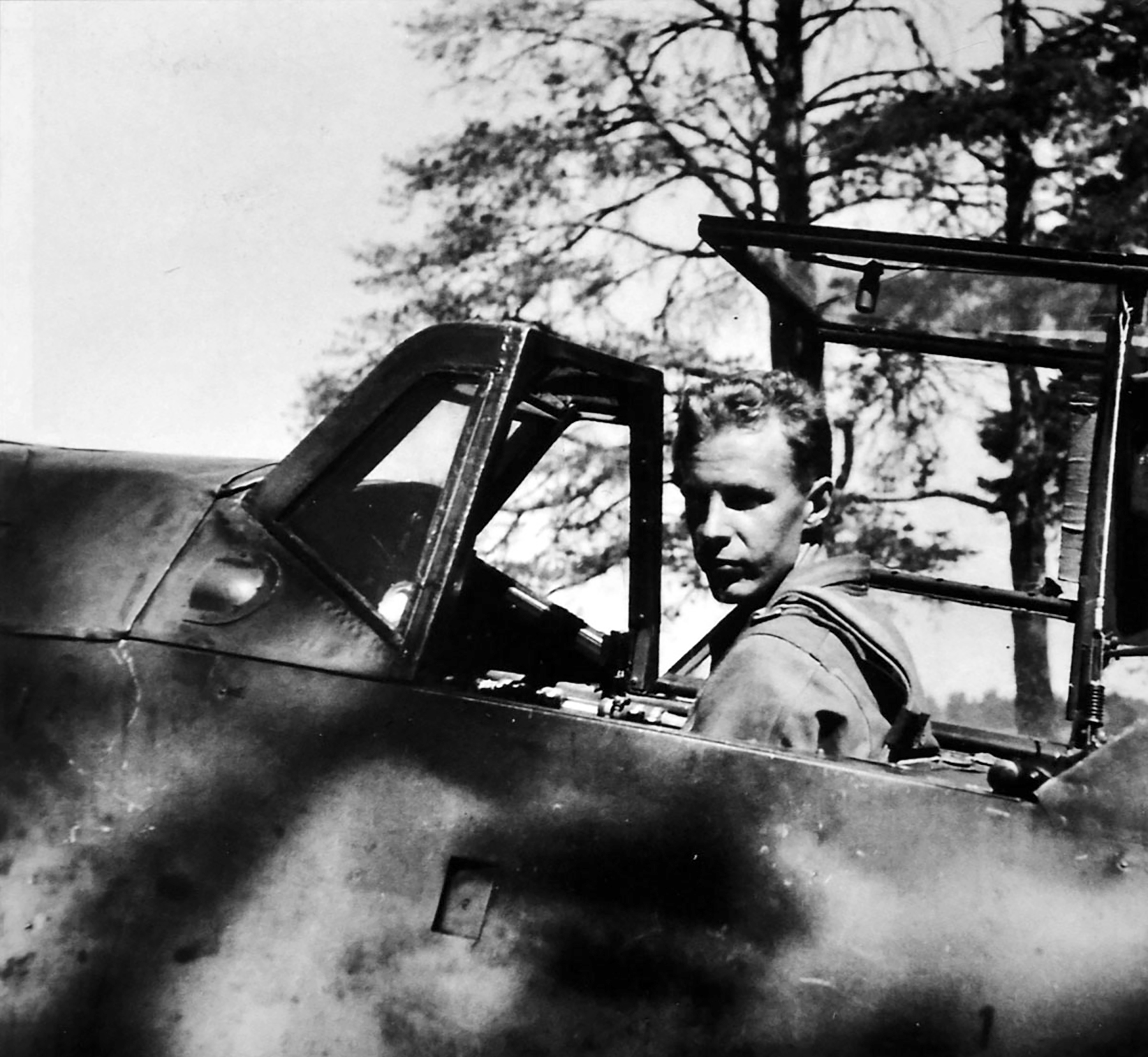 Aircrew Finnish pilot seating in his Bf 109G Finland 1943 01