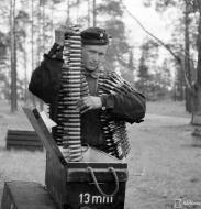 Asisbiz Finnish armour 13mm machine gun ammunition is carried to Bf 109G6 Lappeenranta Finland 30th Jun 1944 01