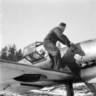 Asisbiz Messerschmitt Bf 109G2 FAF HLeLv24 Lt Huotari at Suulajarvi Finland 12th May 1944 02
