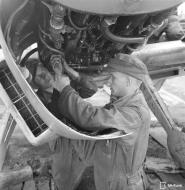 Asisbiz Messerschmitt Bf 109G2 undergoing routine maintenance at Suulajarvi 10th May 1944 09