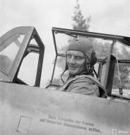 Asisbiz Messerschmitt Bf 109G6 Erla FAF HLeLv24 MT460 Emil Vesa WNr 165001 at Lappeenranta 30th Jun 1944 01