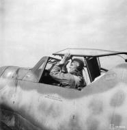 Asisbiz Messerschmitt Bf 109G6 Erla FAF HLeLv24 MT460 Emil Vesa WNr 165001 at Lappeenranta 30th Jun 1944 02