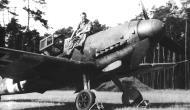 Asisbiz Messerschmitt Bf 109G6 1.JG302 Willi Reschke sitting on his aircraft 01