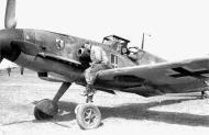 Asisbiz Messerschmitt Bf 109G2 I.JG52 on standby 1943 01
