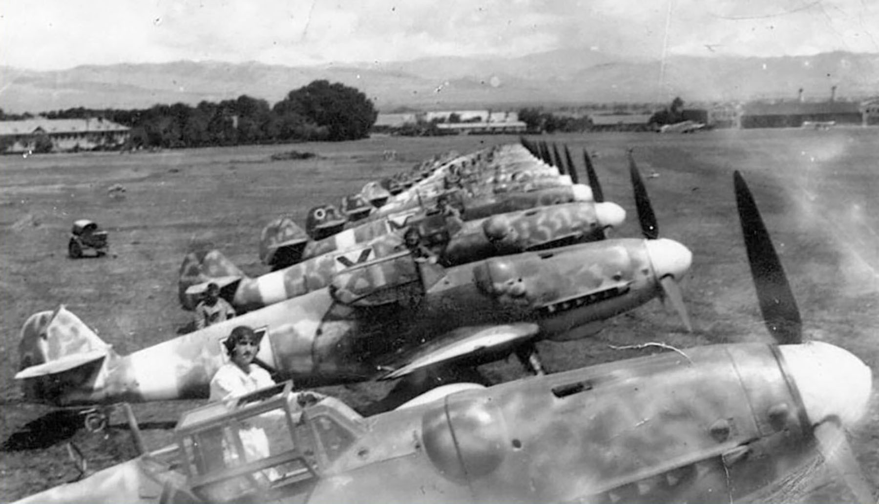 Messerschmitt Bf 109G6 RBuAF line up unknown unit Bulgaria 1944 01
