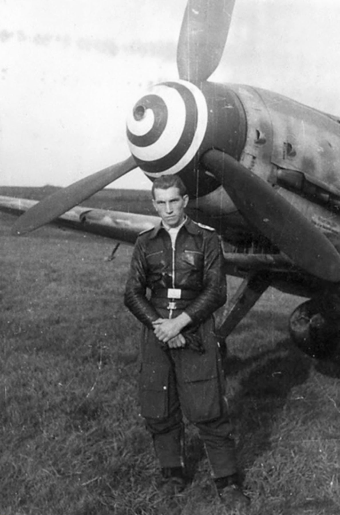Aircrew Luftwaffe RVT pilot unknown unit along side his Bf 109G6R3 01