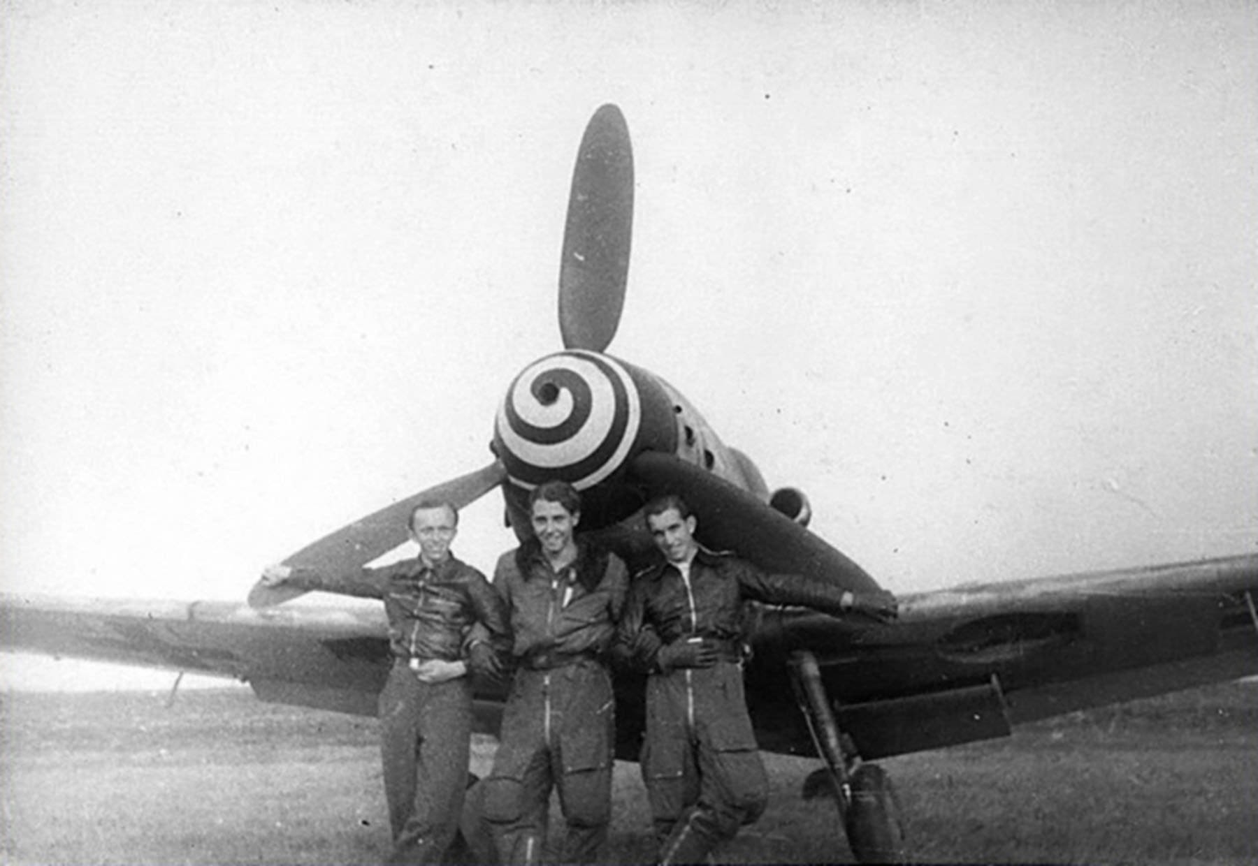 Aircrew Luftwaffe RVT pilots unknown unit along side a Bf 109G6R3 01