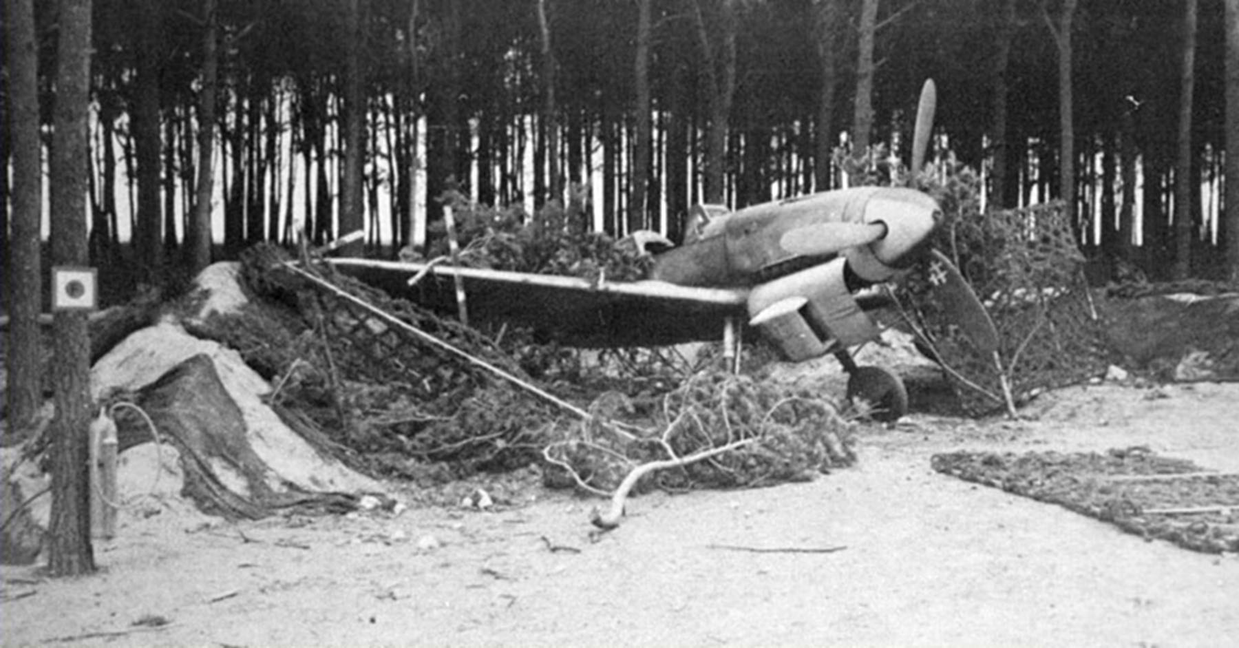 Messerschmitt Bf 109G10 Erla Reichsverteidigung unknown unit and pilot Stendal 1945 01
