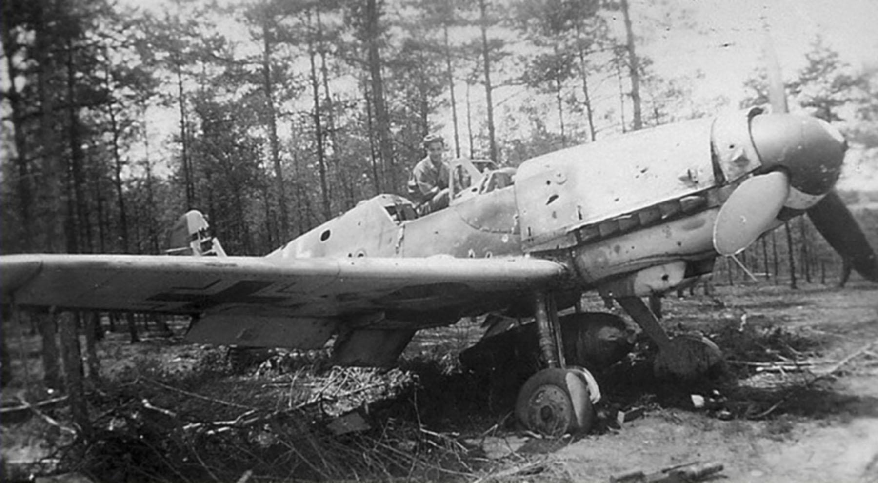Messerschmitt Bf 109G10R3 Erla Reichsverteidigung stands abandoned unknown unit 1945 01