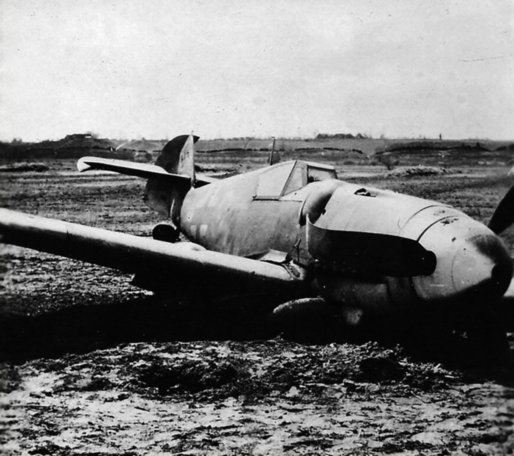 Messerschmitt Bf 109G6 Erla Reichsverteidigung Yellow 3 after a landing mishap unknown unit 01