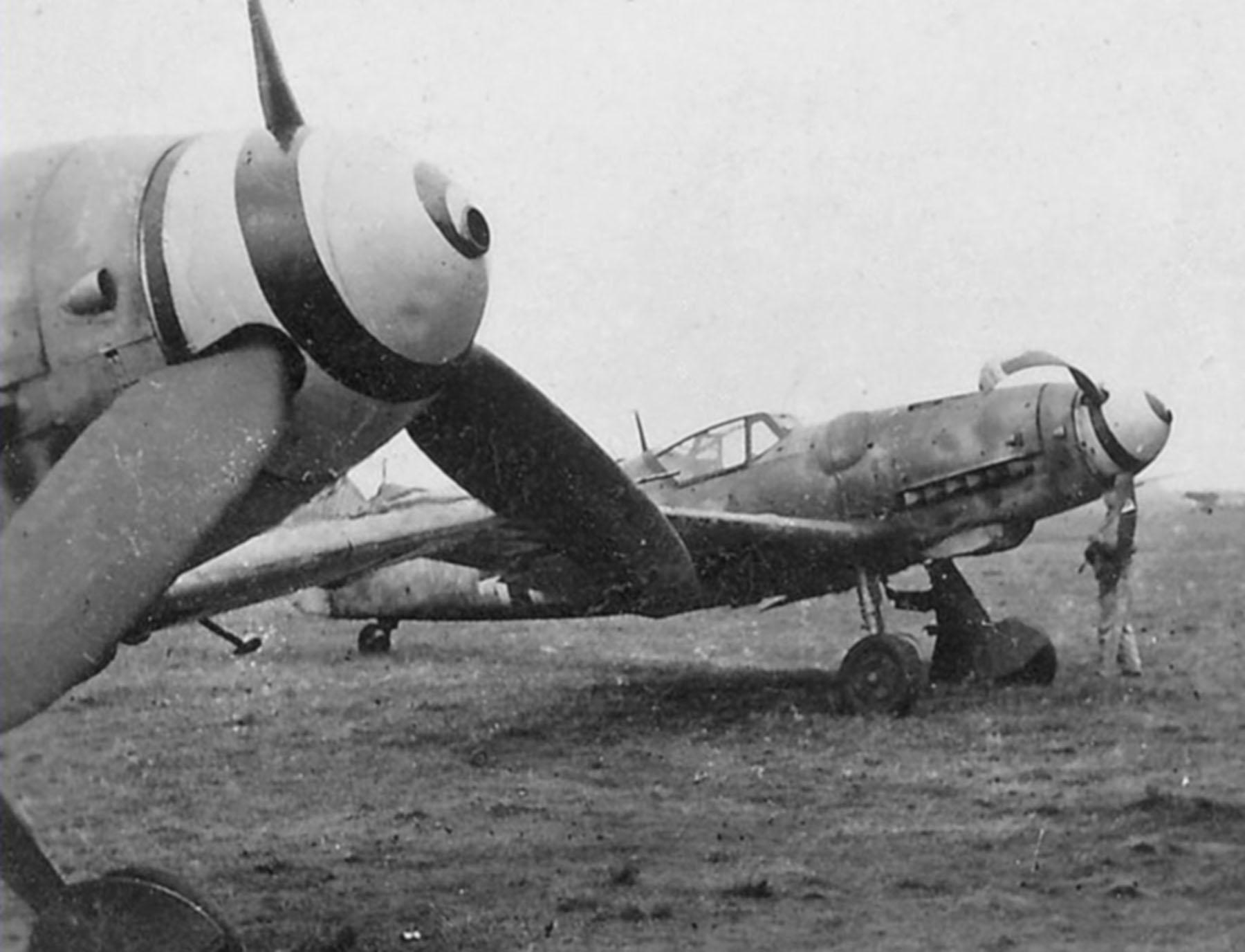 Messerschmitt Bf 109G6 Erla Reichsverteidigung after a landing mishap unknown unit 01