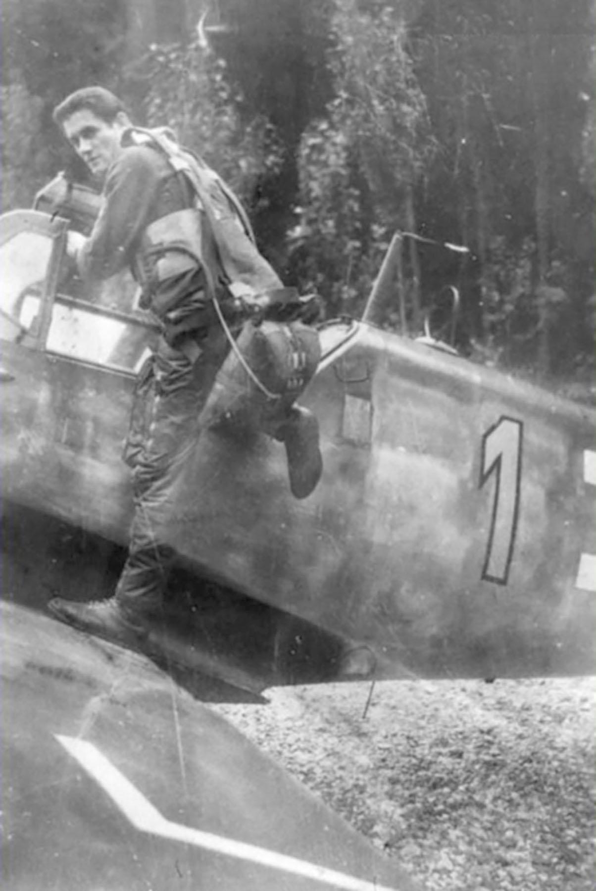 Messerschmitt Bf 109G6 Reichsverteidigung Yellow 1 unknown unit and pilot 01